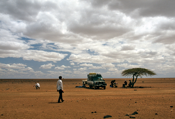 People during a lunch break on their way to Lake Turkana
