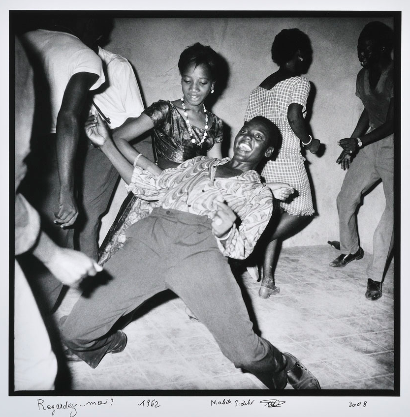 "Photo © Malick Sidibe ""Regardez moi, 1962"" - http://inspirational-imagery.blogspot.dk/2012/02/malick-sidibe.html"