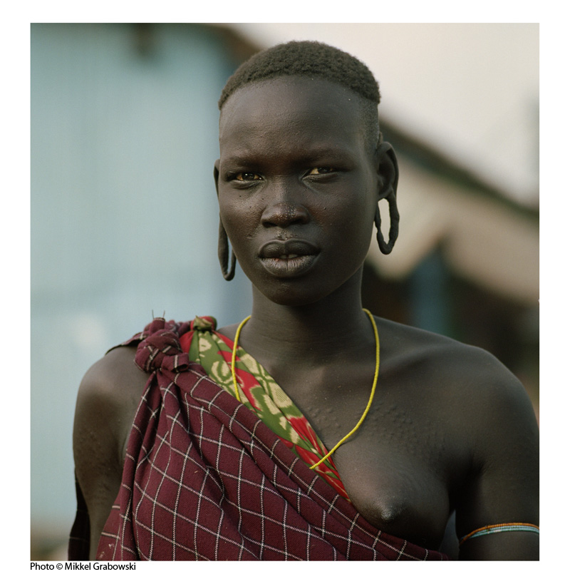 A mursi woman in the market in jinka, Ethiopia - photo © Mikkel Grabowski 2012